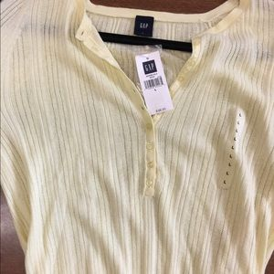GAP Tops - 🌷Gap light knit, cotton yellow top